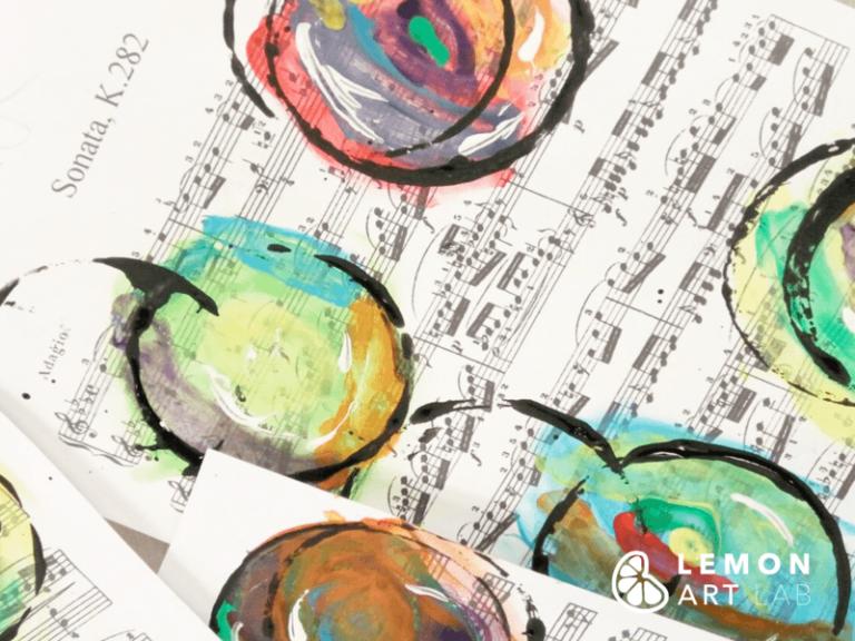 Estampado colorido sobre notas musicales