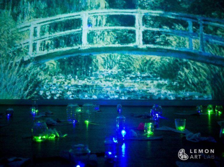 Escenografía con proyección gigante de cuadros de Monet