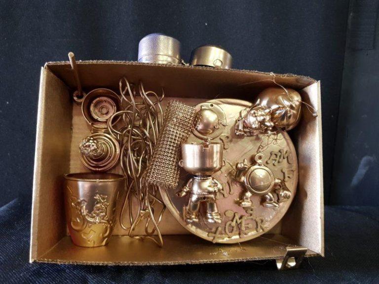 Composición de objetos encontrados