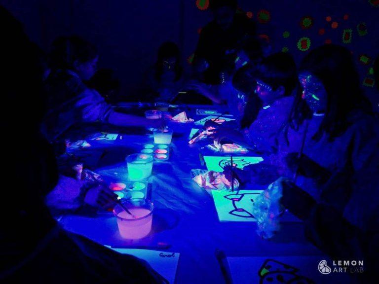 Fiesta infantil con pintura ultravioleta