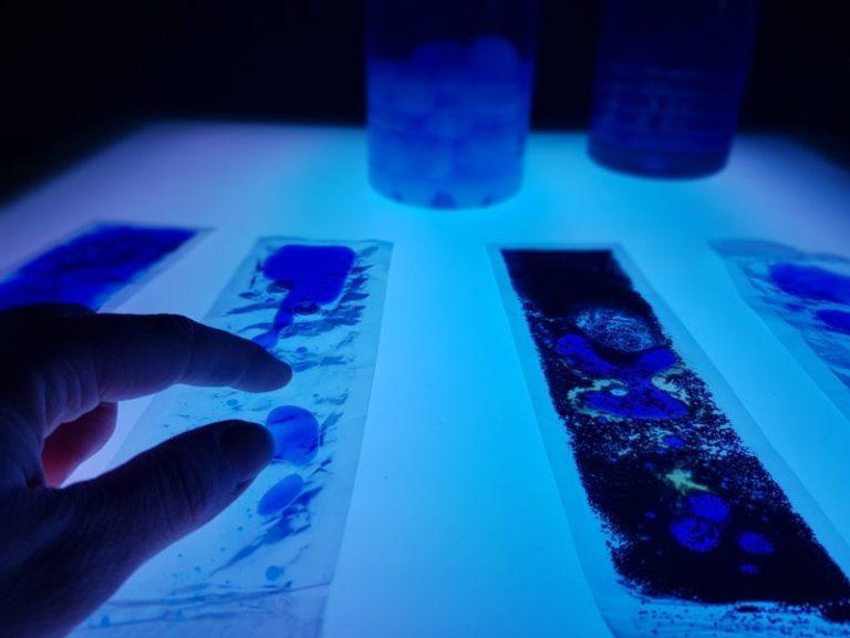 Mesa de luz con provocaciones sensoriales