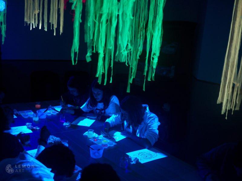Taller de pintura ultravioleta