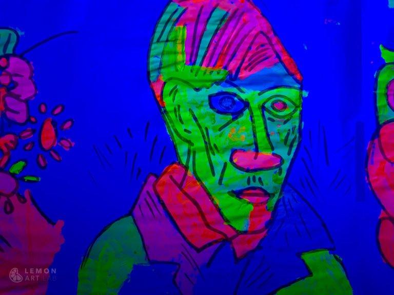 retrato de Picasso con pintura flúor