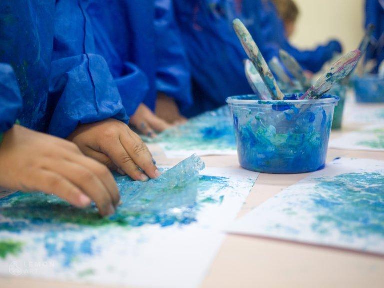 Bebés cren arte inspirado en el artista Monet