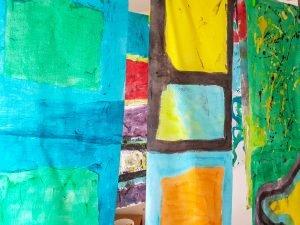 Lienzos de colores secandose