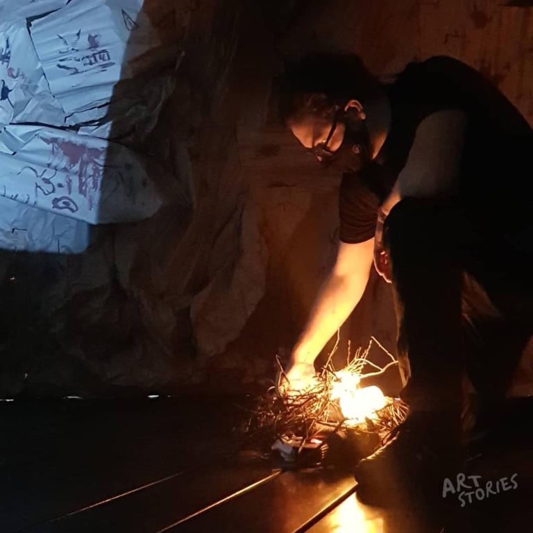 instalacion artistica con efecto fuego