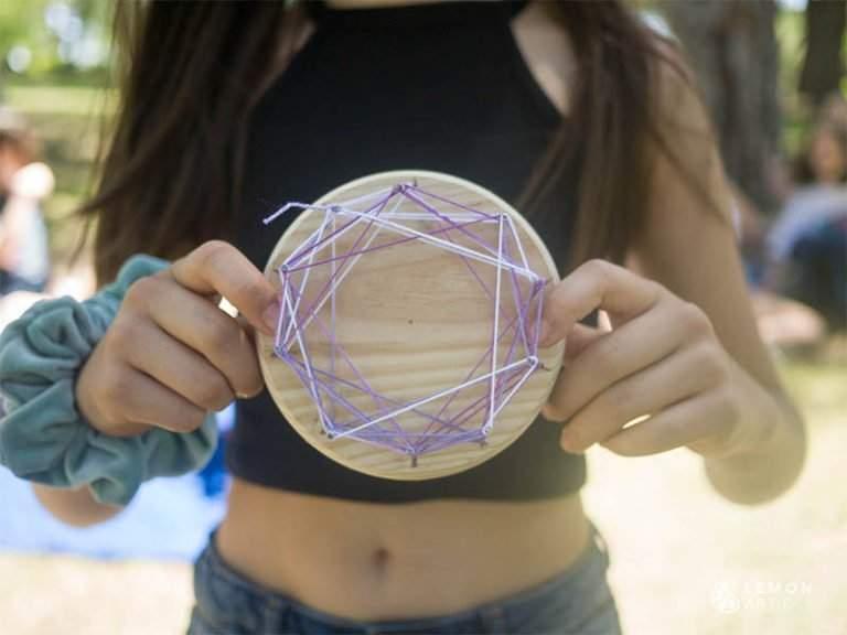 Patrón geométrico hecho por niños