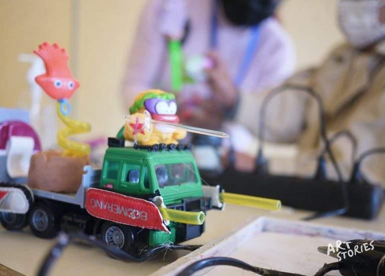 taller de reciclaje creativo con juguetes